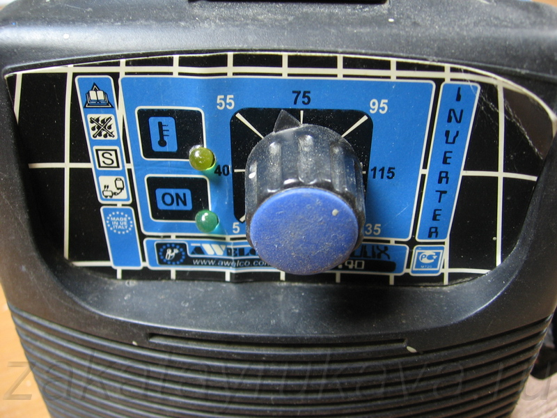 Передняя панель (фото слева).
