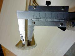 Измерение толщины шипа канта штангенциркулем.