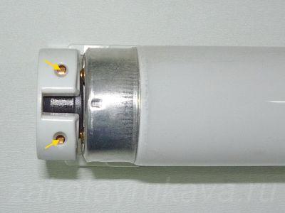 Отверстия в корпусе патрона G13, необходимые при извлечении провода.