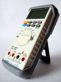 Внешний вид цифрового мультиметр APPA 107N. Мультиметр на подставке.