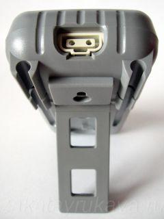 Внешний вид цифрового мультиметр APPA 107N. Мультиметр на подставке. Виден порт RS-232.