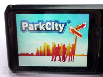 Экран видеорегистратора ParkCity DVR HD 520 включен.