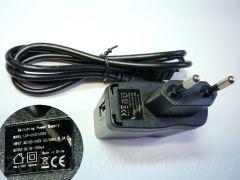 Адаптер для зарядки от сети 220 В, USB-кабель.