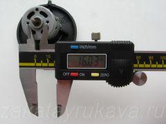 Двигатель фена Интерскол ФЭ-2000. Межцентровое расстояние винтов крепления равно 16 мм.