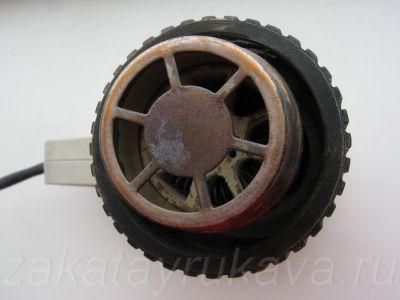 Сопло фена Интерскол ФЭ-2000. Виден керамический нагреватель со спиралью внутри.