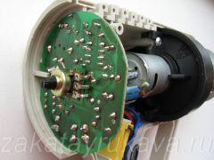 Плата с электроникой фена Интерскол ФЭ-2000. Переменный резистор в центре.