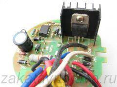 Плата с электроникой фена Интерскол ФЭ-2000. Справа сверху - симистор BTA16-600.
