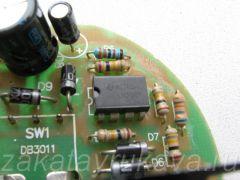 Плата с электроникой фена Интерскол ФЭ-2000. В центре - микросхема LM358P (два операционных усилителя в одном корпусе).