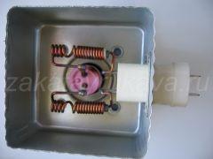 Магнетрон Panasonic 2M211. Крышка снята.