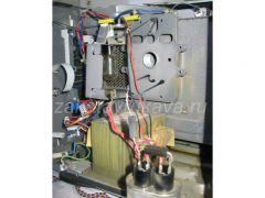 Вид печи со снятым магнетроном (конденсатор снят с креплений).
