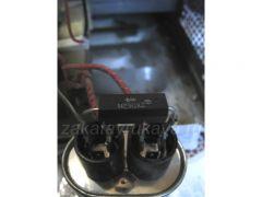 Защитный диод закреплен навесным монтажем на высоковольтном конденсаторе.