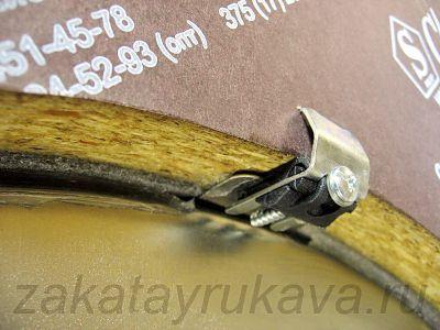 Крепление затянуто. Для надежности, можно слегка постучать молотком по металлической пластине сверху.