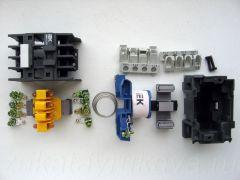 Контактор ИЕК КМИ-11210 в разобранном состоянии. Все детали.