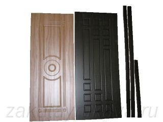 Дверные накладки изготовлены на самодельном прессе.